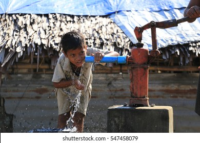 RAKHINE STATE, MYANMAR - NOVEMBER 04 : Unidentified rohingya children playing with water, on NOVEMBER, 2015 in Sittwe, Myanmar.