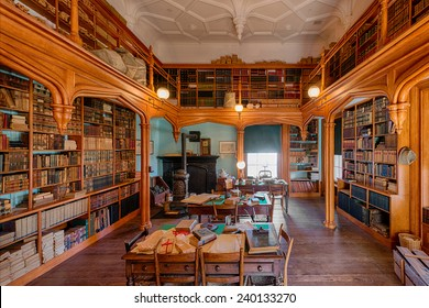 RALEIGH, NORTH CAROLINA - DECEMBER 11: Old library at the North Carolina State Capitol building on December 11, 2014 in Raleigh, North Carolina