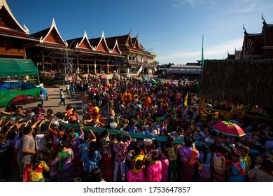 Raman - Bang Kradi Thai Songkran Year2561, between 16-18 April 2018 at Bang Kradi Temple, Bangkok, Thailand, 16 April. Bodhisattva procession Mon Diam dance performance Saba game play, Saba Toi