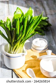 Ramson with sour cream and salt to the light board, greens, spring