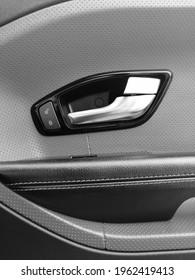 Range Rover Evoque. Car door. The interior of the car. Doorhandle.