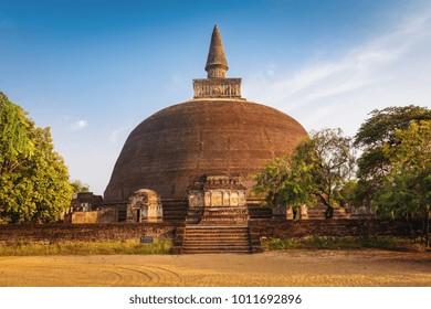 Rankot Vihara stupa, Unesco ancient city of Polonnaruwa, Sri Lanka