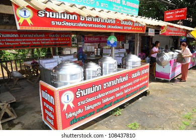 "RANONG, THAILAND - JULY 20: The famous Chinese steamed stuff bun in southern of Thailand called ""Tub Lee steamed stuff bun"" was sale plentifully at Tub Lee on July 20,2012 in Ranong, Thailand"