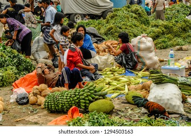 RANTEPAO, TORAJA,SULAWESI - OCT 21,2009: fruits and vegetables are on sale on the improvised stalls on the streets during the market in Rantepao, Sulawesi, oct 21, 2009.