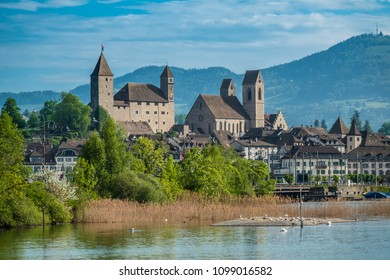 Rapperswil castle on the shores of the Upper Zurich Lake )Obersee), Sank Gallen, Switzerland