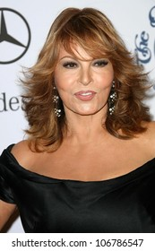 Raquel Welch  at the 30th Annual Carousel of Hope Ball to benefit the Barbara Davis Center for Childhood Diabetes, Beverly Hilton, Beverly Hills, CA. 10-25-08