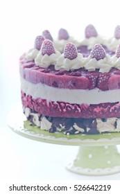 Raspberry ice-cream cake with crunchy meringue