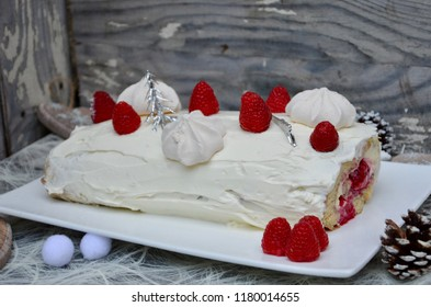 Raspberry and mascarpone Christmas cake