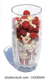 raspberry with oat flakes in glass
