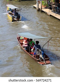 RATCHABURI,THAILAND - FEBRUARY 28, 2016: Damnoen Saduak Canal is a canal in western central Thailand. It links the Tha Chin and Mae Klong rivers, People used to travel and tourism.