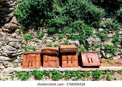 Ravello, Italien - Alte Säcke für den Transport auf Mauleseln entlang der Wanderroute von Scala nach Ravello an der Amalfiküste