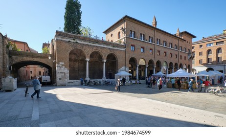 """Ravenna, Italy - 09-29-2019. Big square (""""Piazza S. Francesco"""") with a market with several booths interested parties. The palace """"Palazzo della Provincia"""" is visible. It has an arcade with shop."""