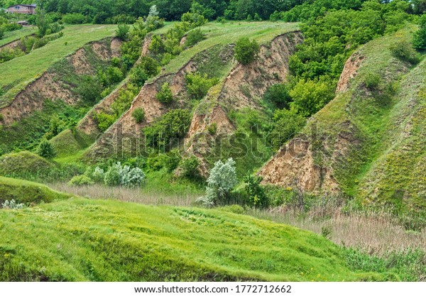 ravines-erosion-agricultural-land-by-600