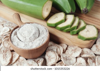 Raw and dried green bananas, plantain flour, Resistant Starch, prebiotic food, Gut health