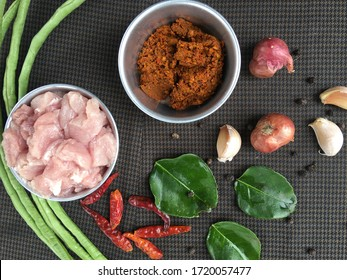"Raw materials and spices ""Curry "" (Thai Menu).Curry ingredients include have Dried chili,Shallot,Garlic,Black pepper,lemon grass,kaffir lime leaves.Will get curry paste for stir frying."
