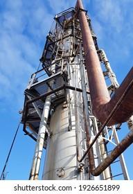 Raw methanol pre-rectification column close-up
