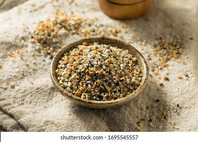 Raw Organic Everything Bagel Seasoning in a Bowl