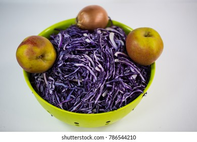 raw red cabbage, red cabbage with boscope apples