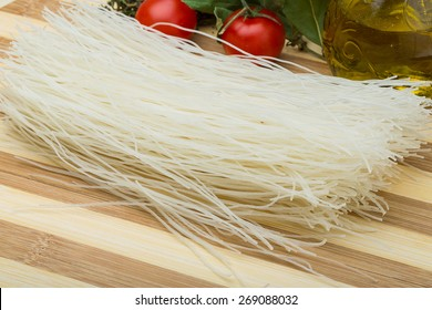 Raw rice noodles with oil and herbs