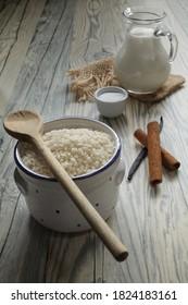 Raw short grain rice, milk, sugar, cinnamon sticks and vailla pod