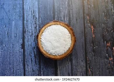 Raw whole dry sea salt