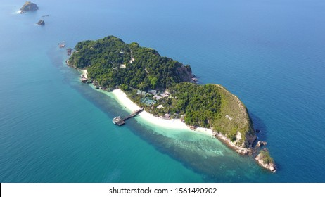 The Rawa Island is a coral island in Mersing District, Johor, Malaysia. This private Island own by Royal Johor Family and it is now open for public to feel like royal holiday
