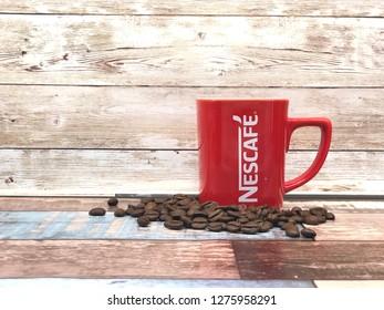 Imágenes, fotos de stock y vectores sobre Taza De Cafe Roja