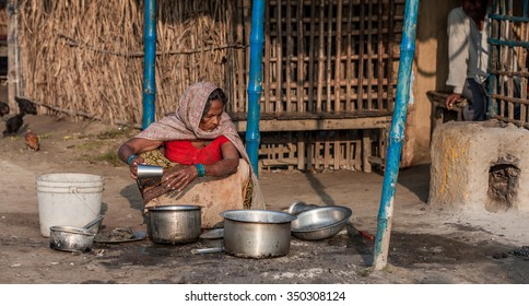 RAXAUL, INDIA - NOV 10: Unidentified Indian woman on Nov 10, 2013 in Raxaul, Bihar state, India. Bihar is one of the poorest states in India. The per capita income is about 300 dollars.