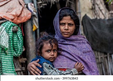 RAXAUL, INDIA - NOV 11: Unidentified Indian woman with her child on Nov 11, 2013 in Raxaul, Bihar, India. Bihar is one of the poorest states in India. The per capita income is about 300 dollars.