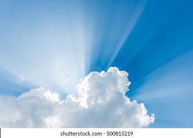 Lichtstrahl durch die Wolken