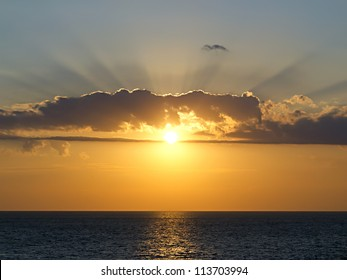 Setting Sun Spotlights Solitary >> The Sun Breaks Through The Clouds Images Stock Photos Vectors