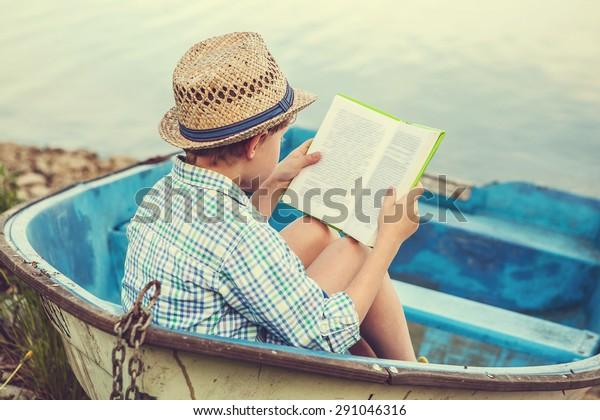 Leseschneider auf dem alten Boot