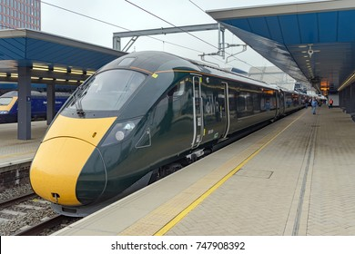 Reading, UK. 3rd November 2017. The exterior of a brand new Class 800 Great Western Railway Inter-City express train which is in the station at Reading. Services commenced on October 16th 2017.