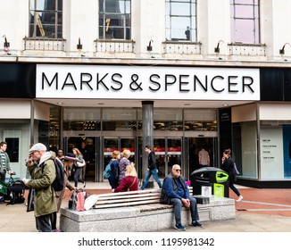 Reading, UK. 5th October 2018.  People shopping at the Marks and Spencer store on Broad street of Reading in Berkshire