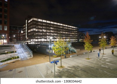 READING, UK - NOVEMBER 2017: Night view of the outside of train station in Reading.