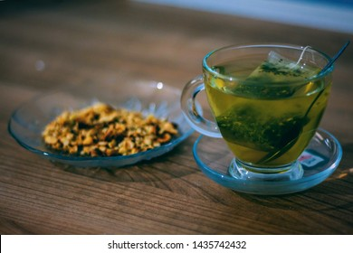 Ready-to-drink green tea and roasted walnuts