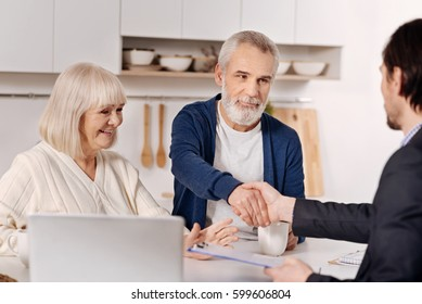 Real estate agent concluding agreement with aged couple