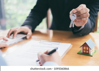 Real estate broker residential house rent listing contract. Offer of purchase house, rental of Real Estate. Giving, offering, demonstration, handing house keys.