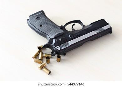 real hand gun pistole 9mm
