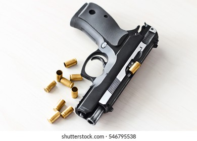 real hand gun pistole with ammo