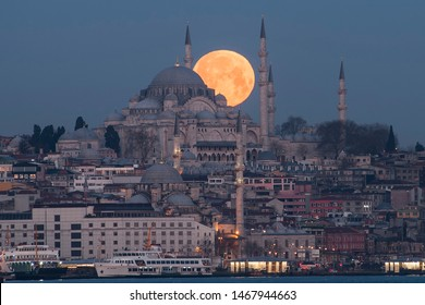 Real Moonset over Suleymaniye Mosque at blue hours of an Istanbul morning