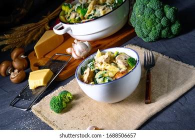 echte Pasta mit Pilzen, Spinat und Broccoli