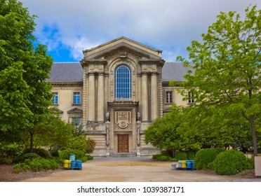 Rear entrance of Reims Courthouse (Palais De Justice) in Reims, France. Inscription means: LAW. And below it: Freedom, Equality, Brotherhood