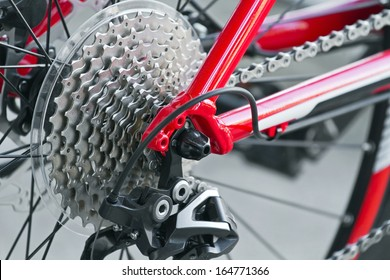 Rear mountain bike cassette with chain close up