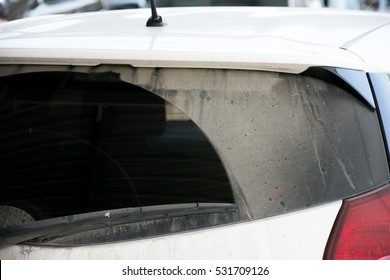 Rear window car with dirt stains. Not clean