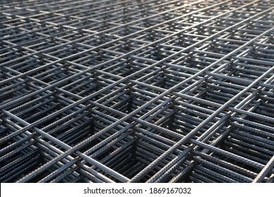 The rebar is bonded with steel wire for use as a construction infrastructure. Which part of the rebar has rusted due to chemical reactions.