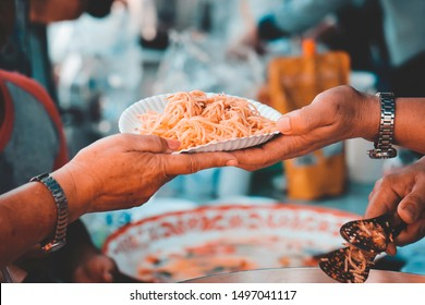 Receiving food for the poor from volunteers: the concept of feeding