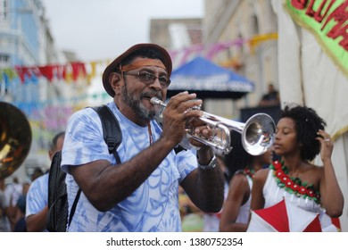 RECIFE, BRASIL - FEVEREIRO 13, 2018: Frevo orchestra musician presents during the carnival in Recife