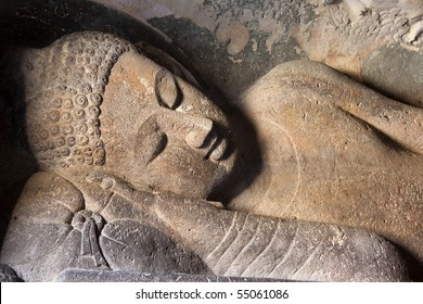 Reclining buddha in the Ajanta caves, India