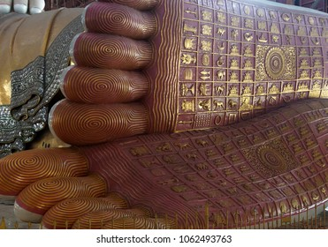 Reclining buddha, detail of foot, Chauk Htat Gyi Pagoda, Yangon (Rangoon),  Myanmar (Burma)